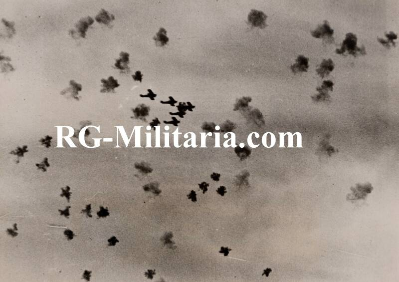Press photo - Airplanes being attacked