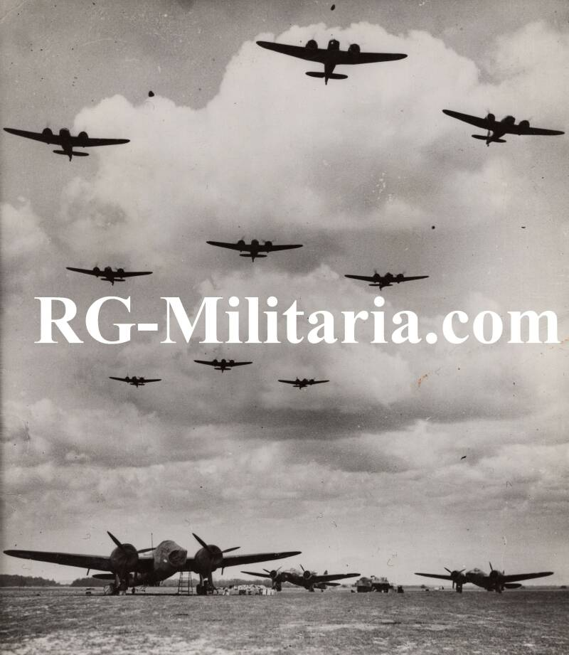 Press photo - With the RAF bombers in France