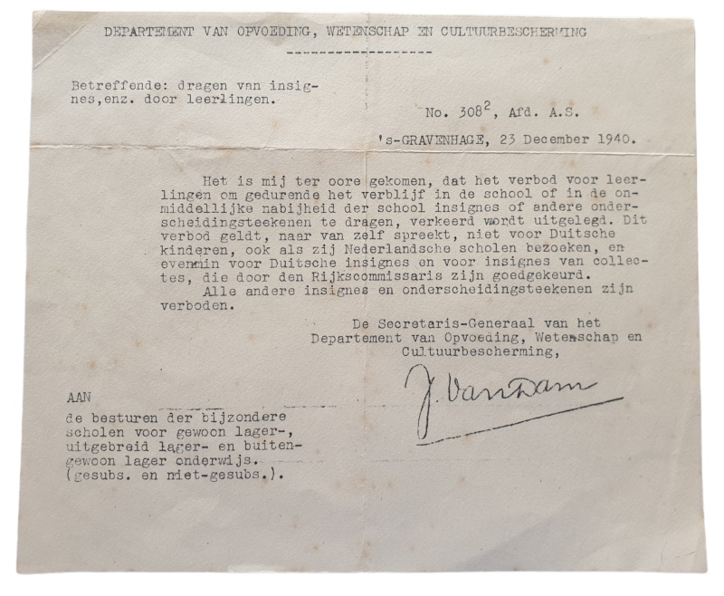 Document - Prohibition on insignas on schools 23th of December 1940