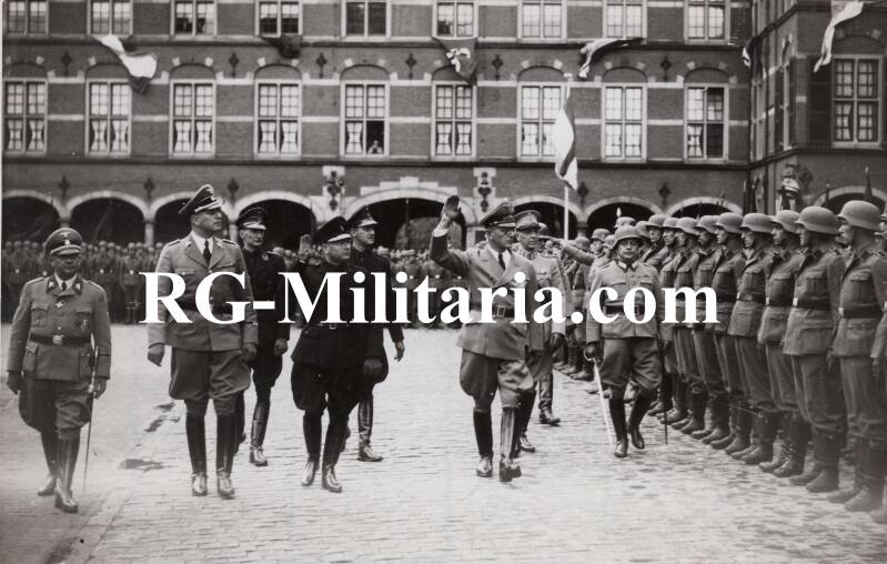 Press photo - officials inspecting Dutch SS volunteers The Hague 1941