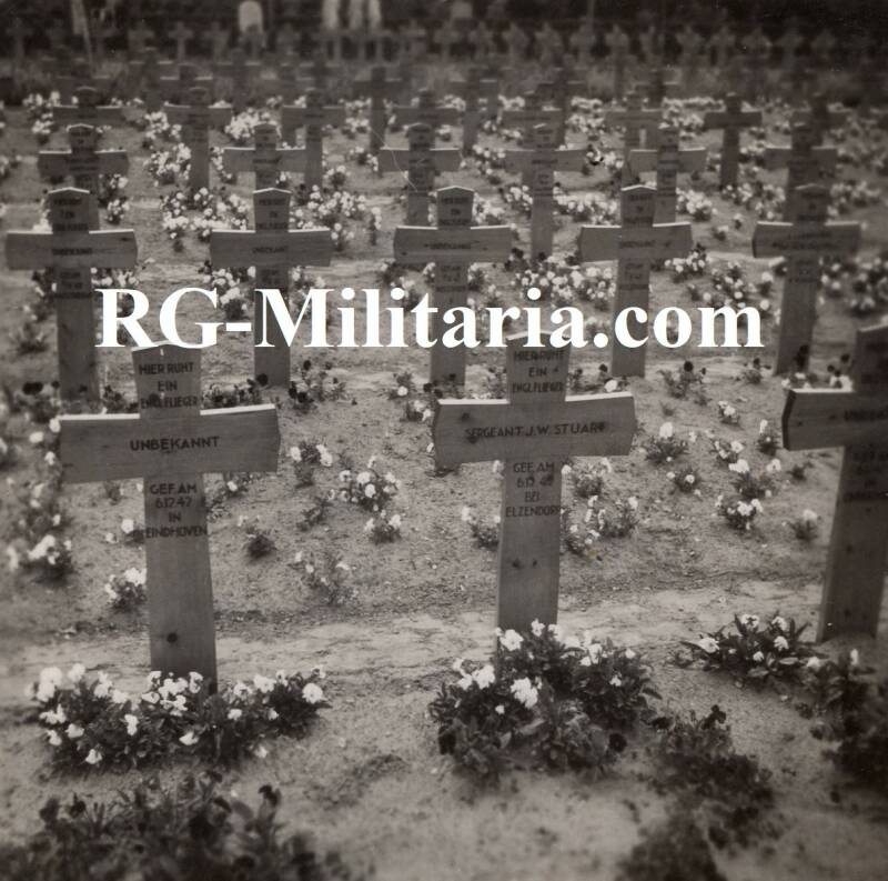 Photo - Allied graves in Eindhoven