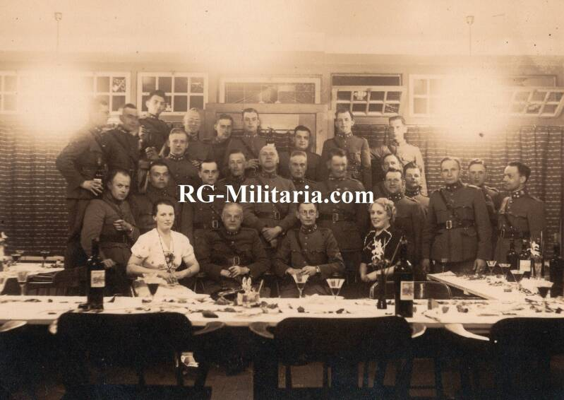 Photo - Dutch soldiers dining together 30th of May 1939