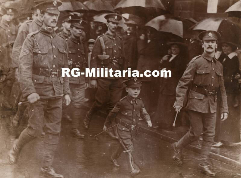 WW1 press photo allied soldiers with child in uniform