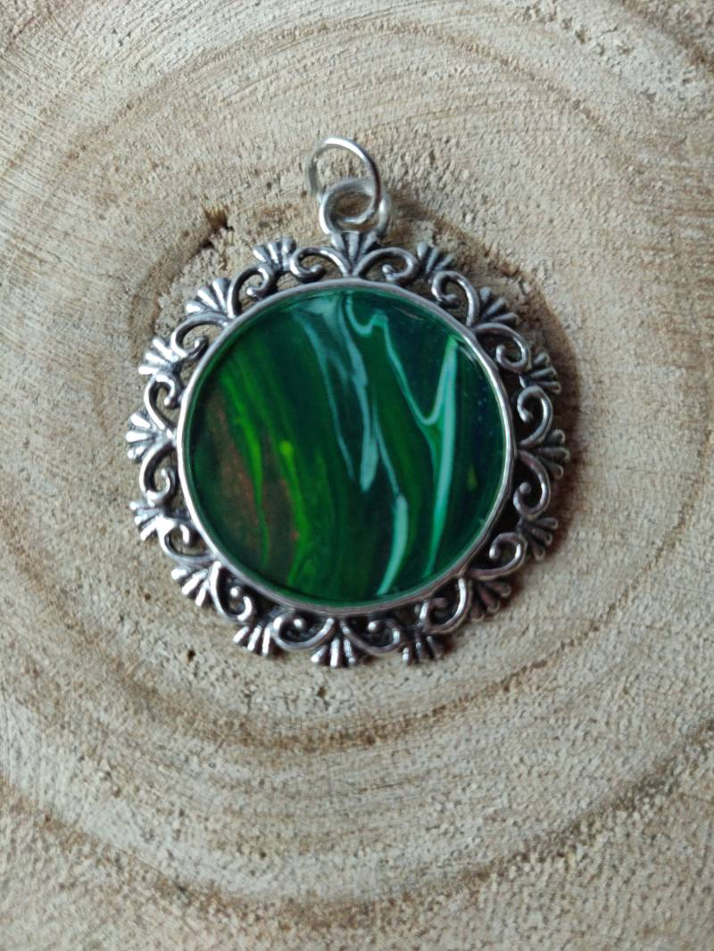 Ronde hanger met groene Acrylic Pouring cabochon