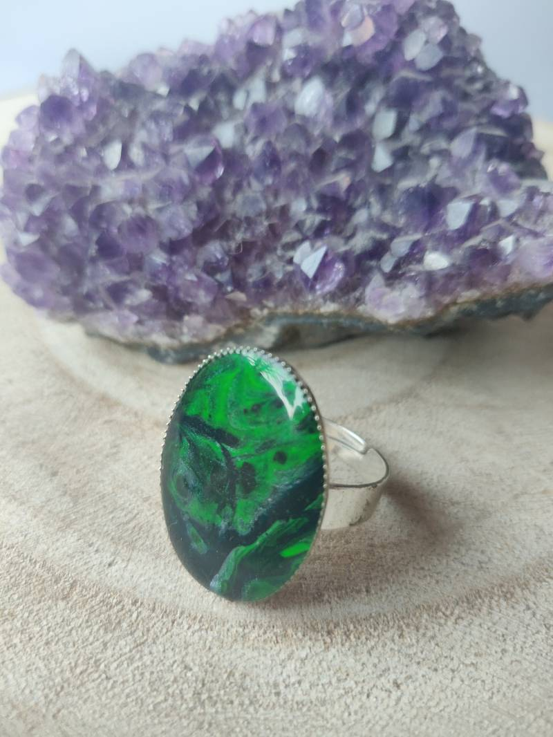Silver plated ring met groene Acrylic Pouring cabochon