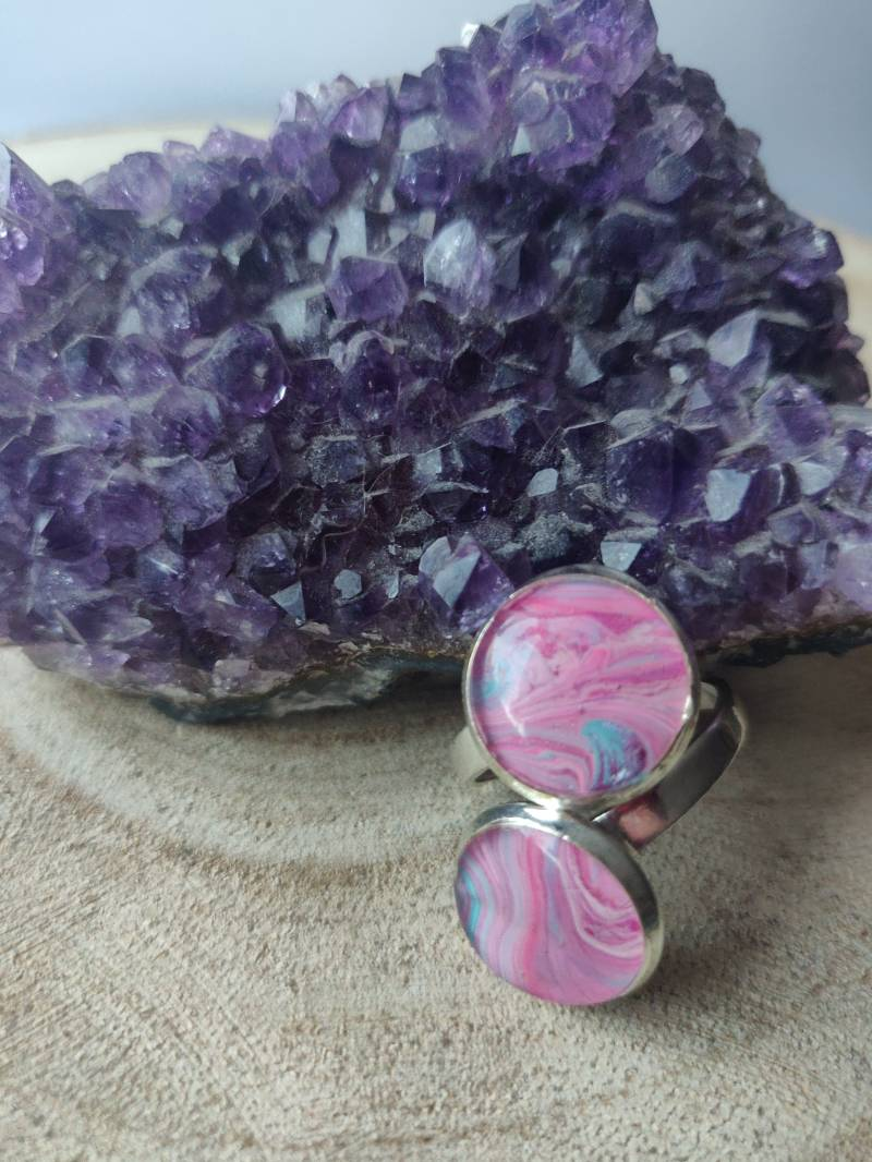 Silver plated ring met twee roze Acrylic Pouring cabochons