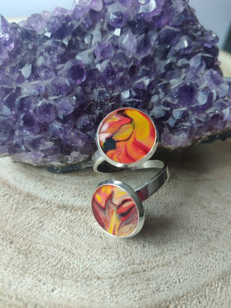 Silver plated ring met twee Acrylic Pouring cabochons