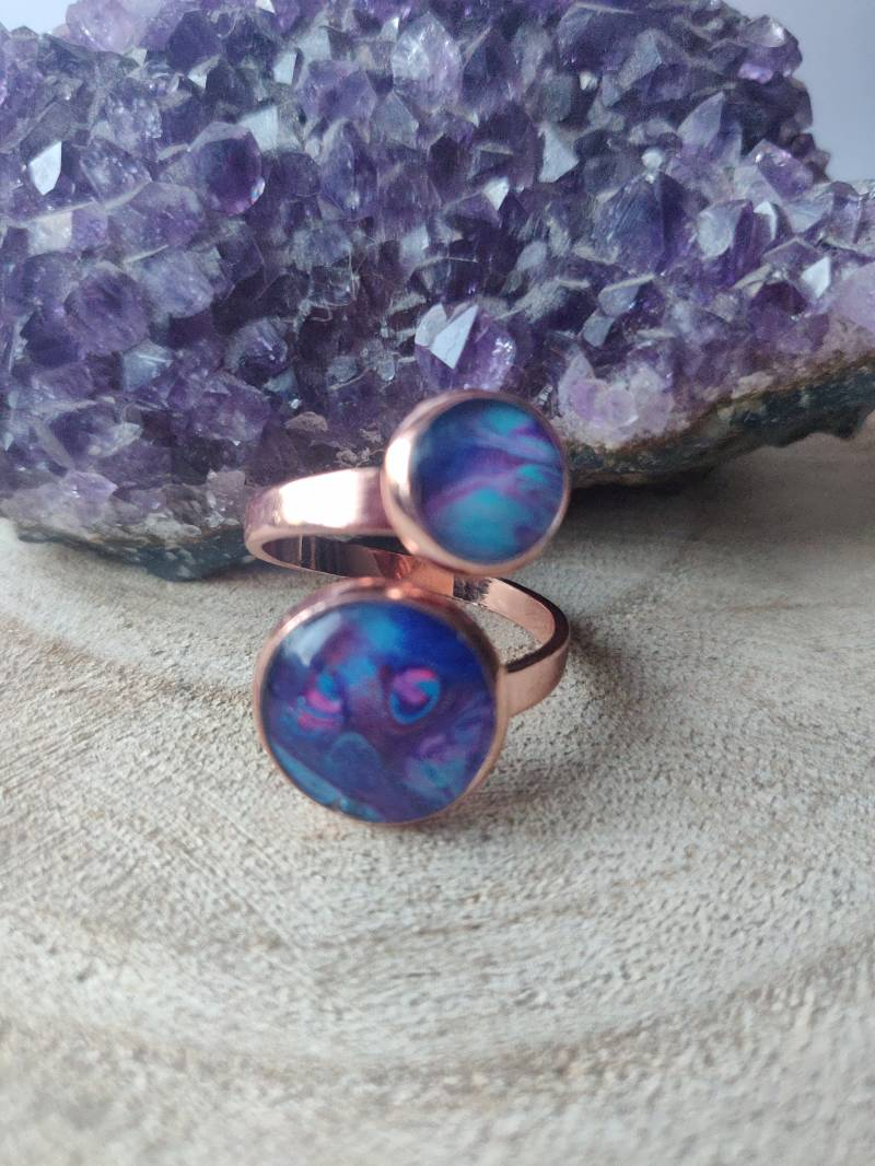 Rose gold ring met blauwe Acrylic Pouring cabochons