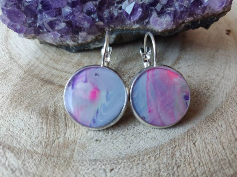 Silver plated klaphaakjes met pastelkleurige Acrylic Pouring cabochons
