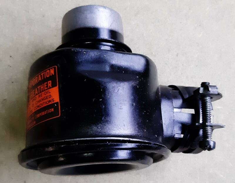 G502/G507 Cleaner, air, engine crankcase ventilator assembly