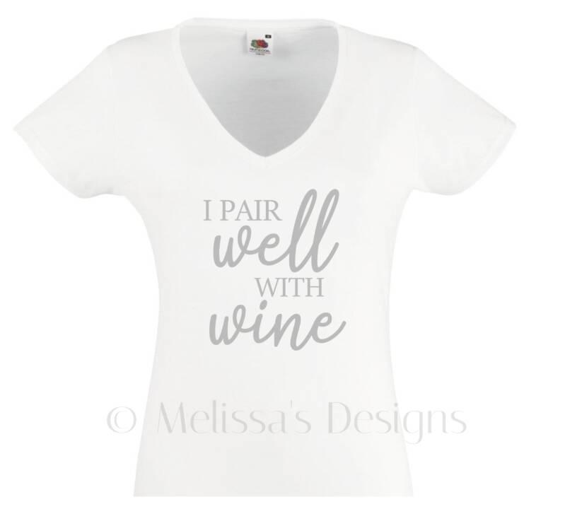 I pair well with wine Dames Tshirt