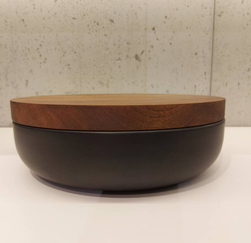 Wow VVD-pottery large black ø30 / walnut lid 3073