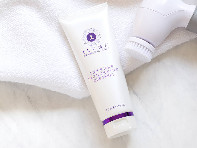 Iluma - Intense Brightening Cleanser