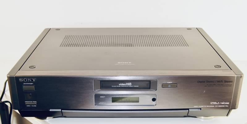 Sony Video Hi8  casette recorder - Model EV-S 9000 E