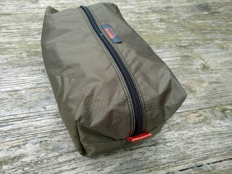 BRO pouch dark olive - large
