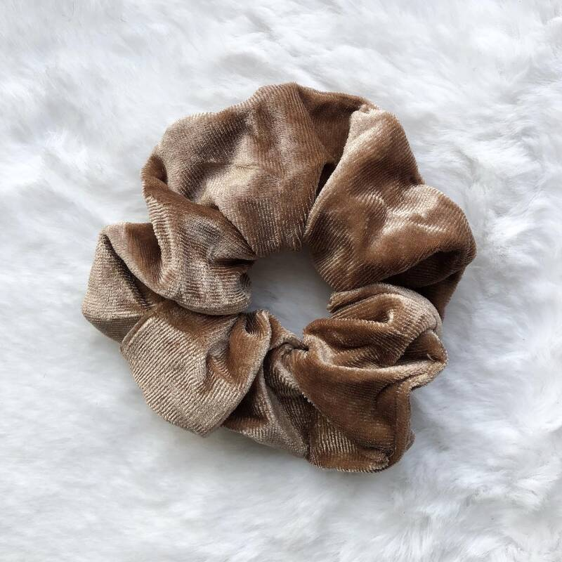 SCRUNCHIE VELVET LIGHT BROWN