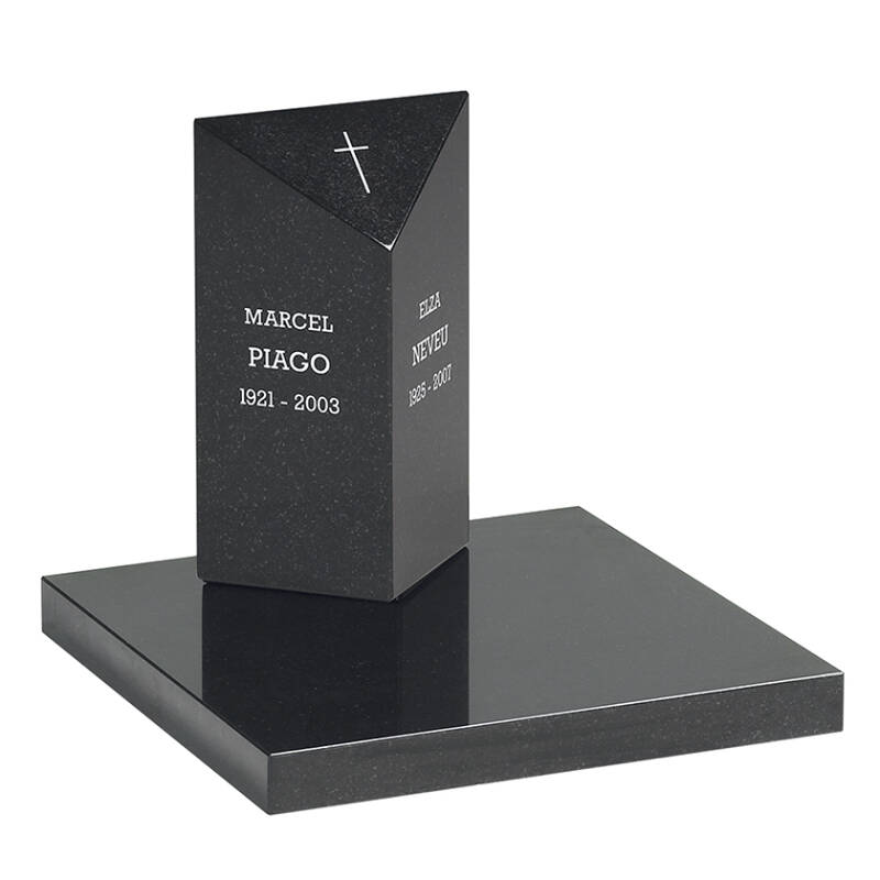 Urnengrafmonument met driehoek paal 40x25x12cm