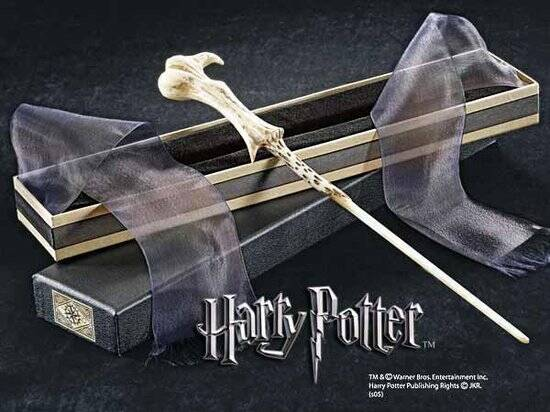 Harry Potter: Lord Voldemort's Wand in Ollivanders box