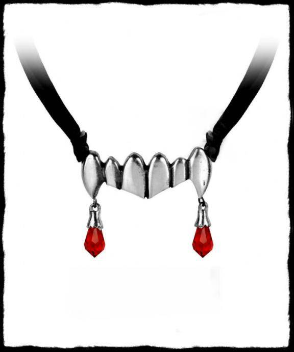 Necklace Vampire teeth