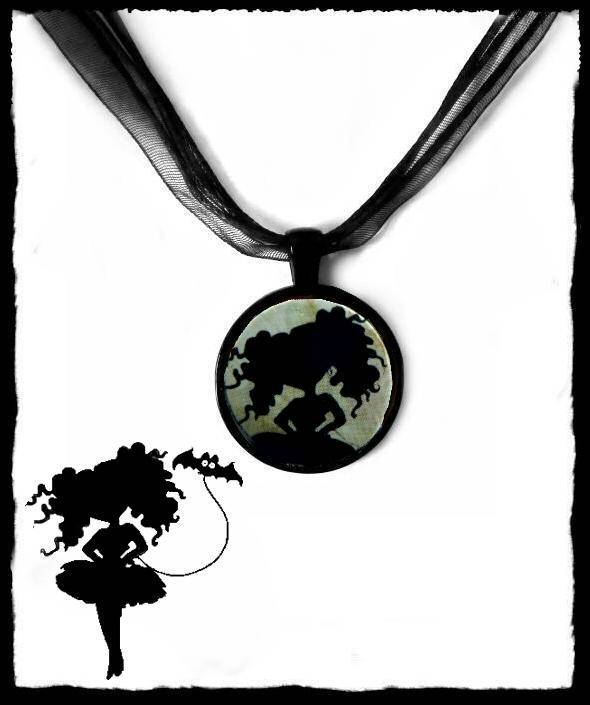 Necklace round silhouette