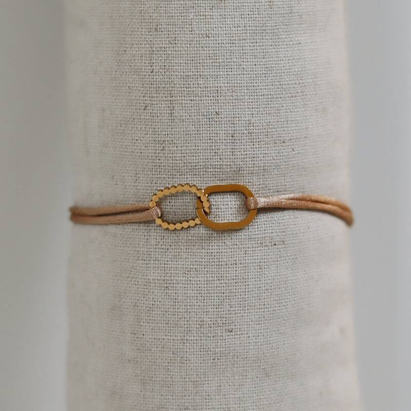 Satin bracelet with golden oval (more colors)
