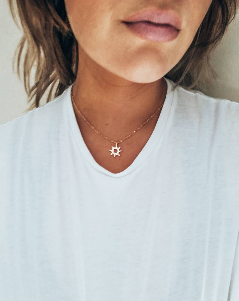 'Good vibes only' necklace