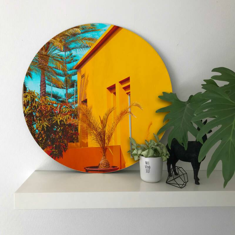 Palm Tree with Yellow House op hout