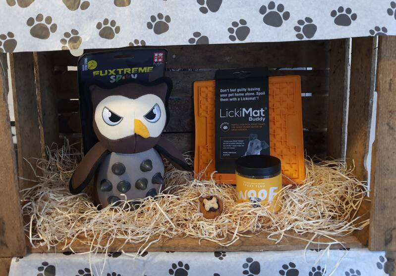 The Lickymat and Peanutbutter with te Big Owl Giftbox