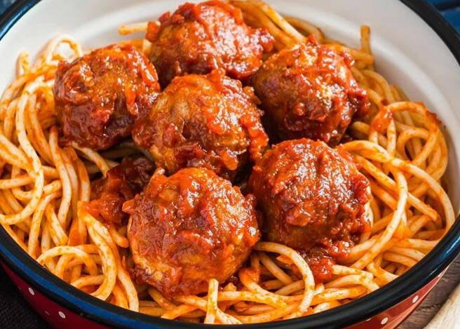 Pasta met home made chicken meatballs  5 porties