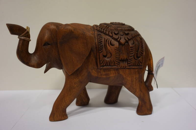 Olifant carved wood