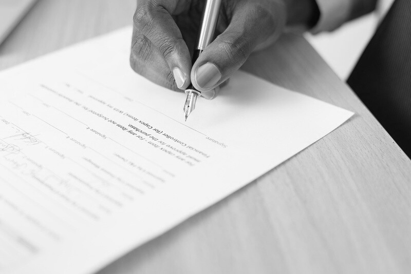 Customized template employment contracts in English (for fixed and indefinite term)