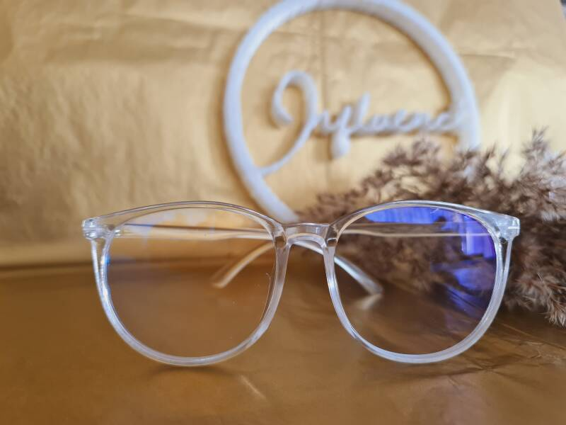 The bold and clear beautifull Babe Glasses
