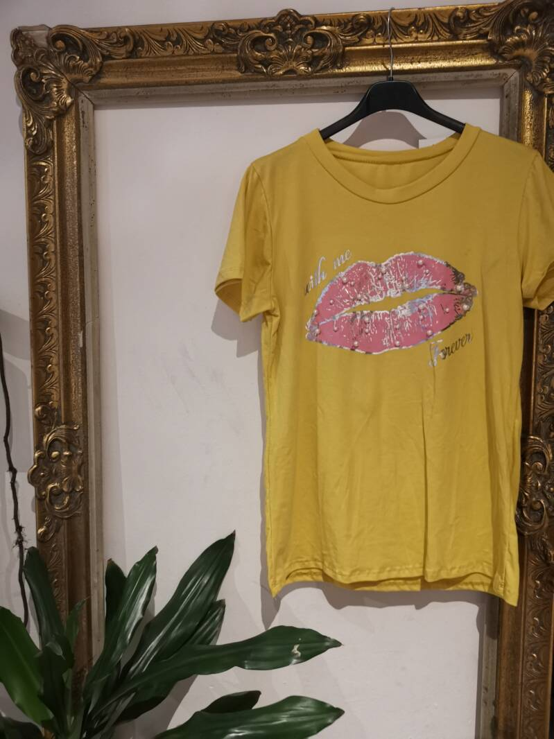 T-shirt with kiss yellow