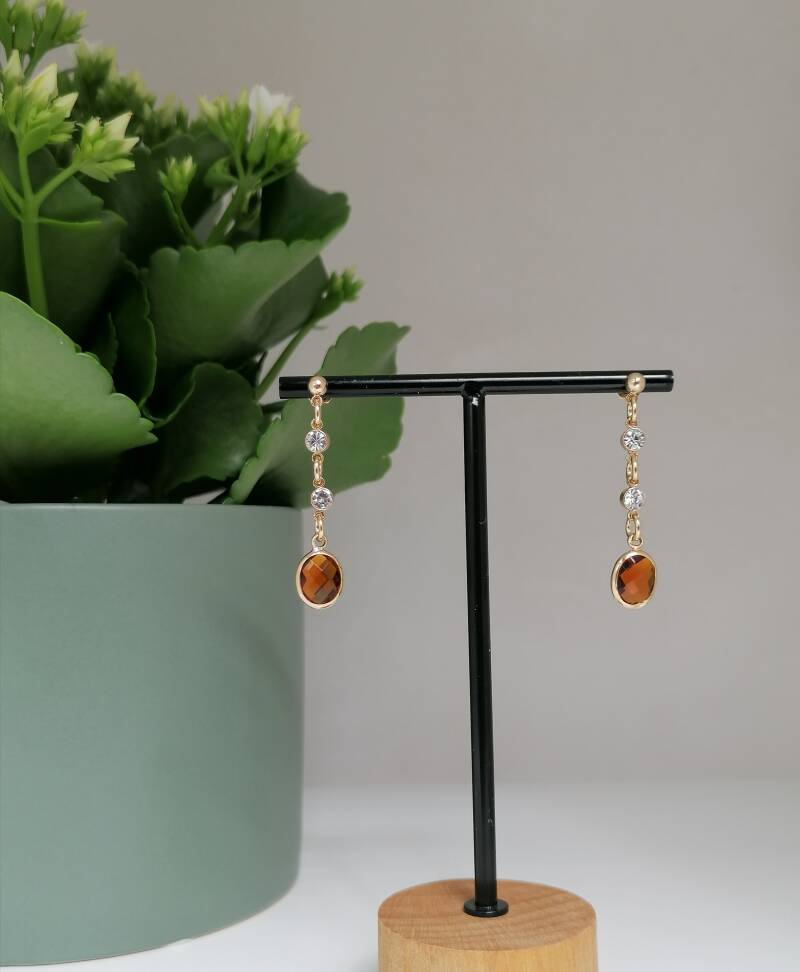 Golden chain with caramel stone