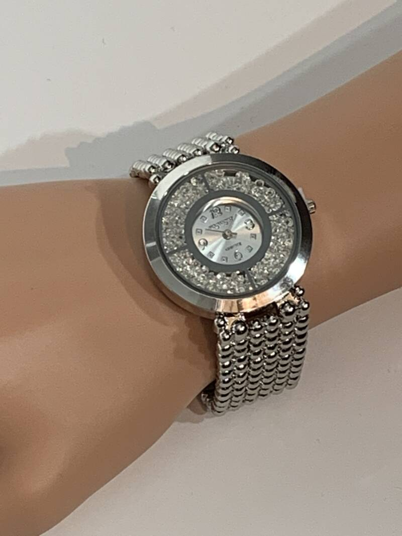 Shiny Gold lady's watch.