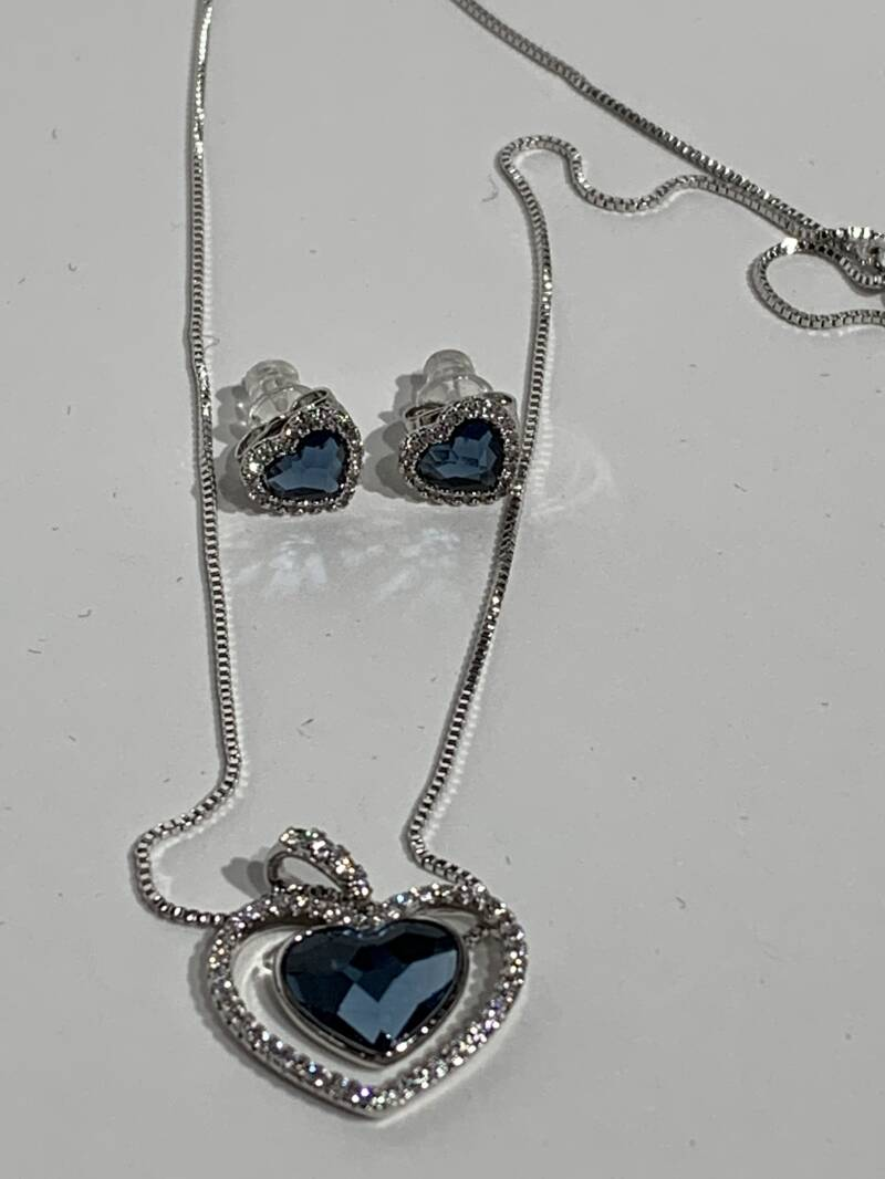 Beautiful woman fashion swarovski jewellery set