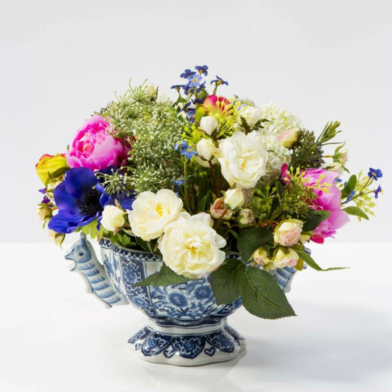 Flower arrangement in bottom part tulip vase II