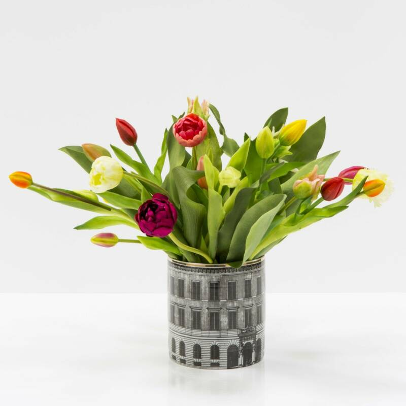 Houses vase 19 cm with tulips or flowers