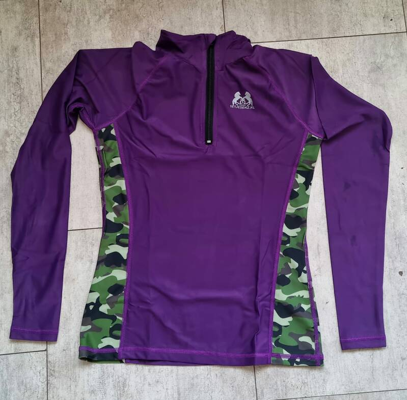Paarse camouflage trainingsshirt