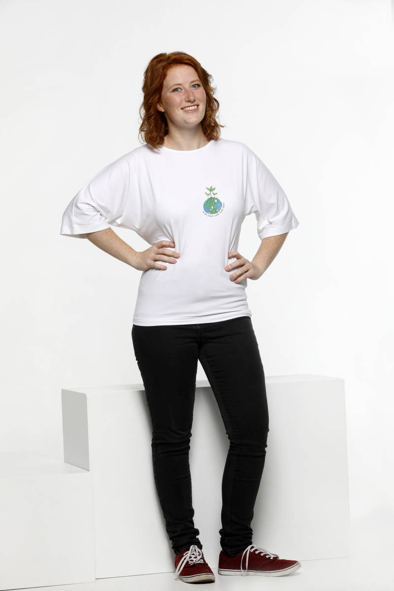 T-shirt - She who plants trees loves others