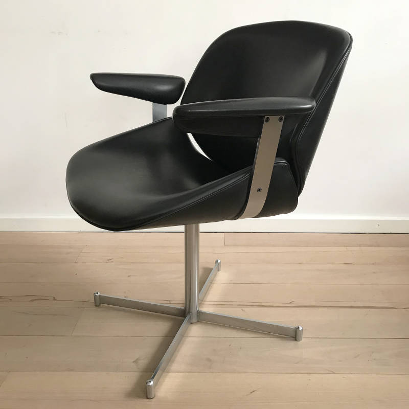Artifort Exquis lounge chair