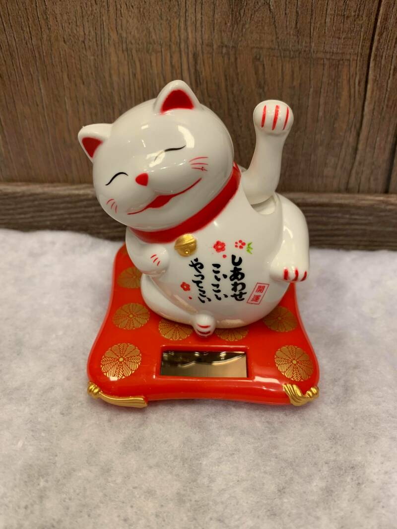 Lucky Cat liggend wit